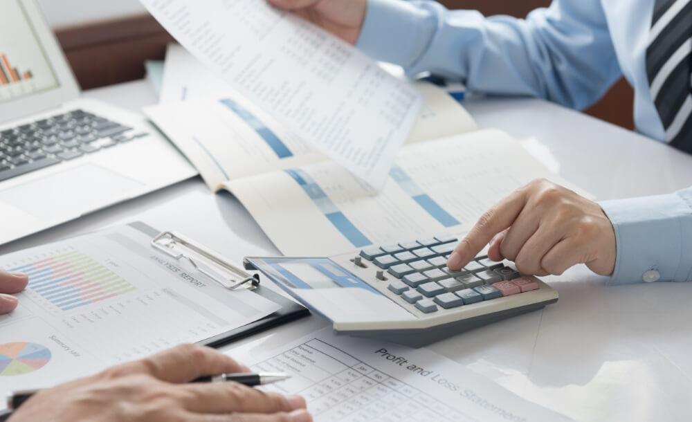 Accountant doet de administratie