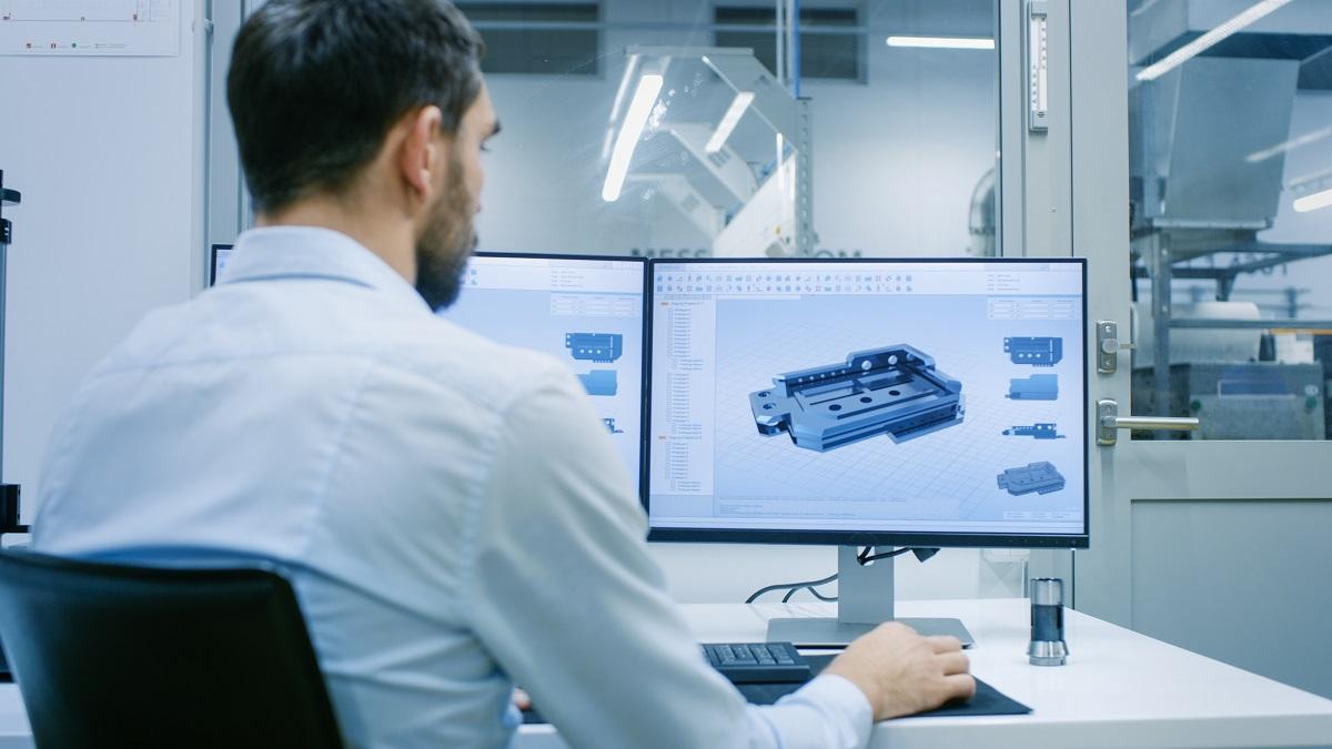 Mechanical Engineer ontwerpt een product op de computer